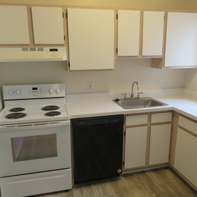 QUEST - KITCHEN (2 BEDROOM/2 BATH)